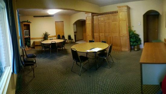 Baymont Inn & Suites Fargo: Hospitality Room