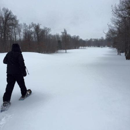 Grand View Lodge: snowshoeing on the golf course