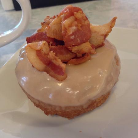 Twin Peaks Coffee & Donuts: Donut heaven