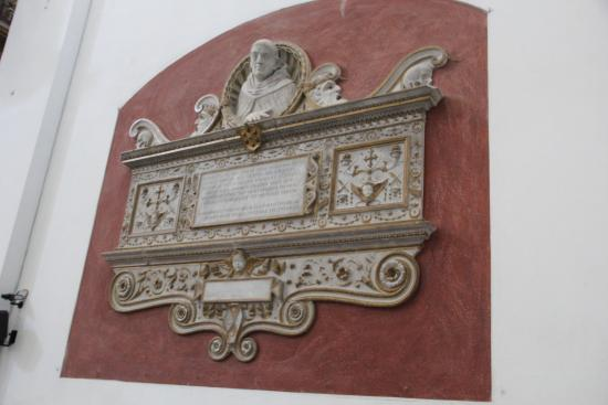 Spoleto, Italy: Место упокоения Фра Филиппо Липпи. Эпитафия на латыни написана Анджело Полициано.