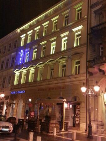 Hotel Central Basilica: 20160215_225610_large.jpg