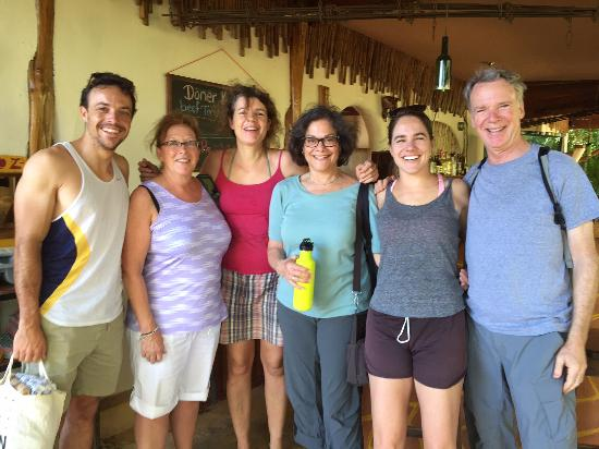 Mundo Milo Eco Lodge: Saying goodbye to Lieke (3rd from left)