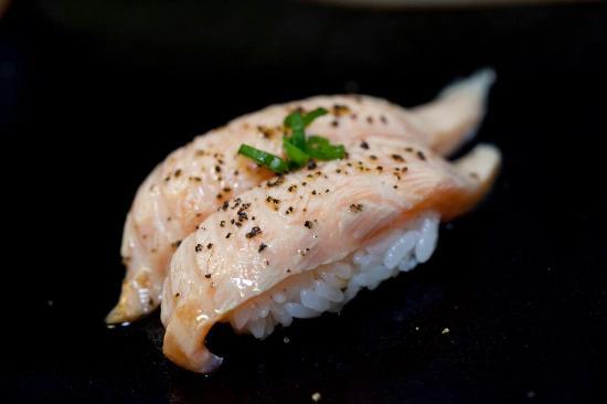 Mikuni Japanese Restaurant And Sushi Bar: Sake Aburi