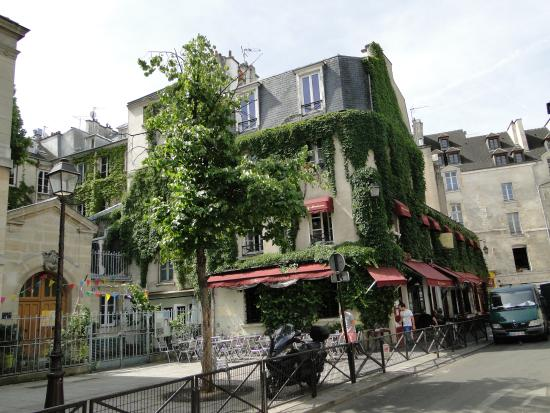 picture of le marais paris tripadvisor. Black Bedroom Furniture Sets. Home Design Ideas