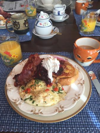 The Chestnut Cottage Bed and Breakfast: Yummy breakfast complete with a fun fox coffee cup!