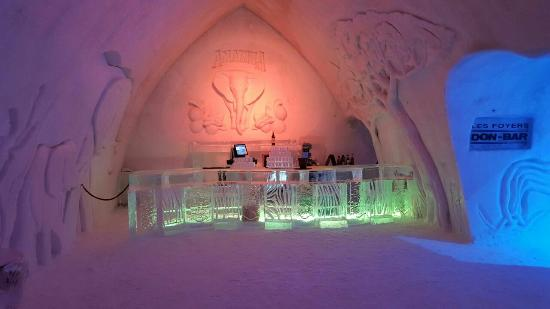 Hotel de Glace Ice Bar