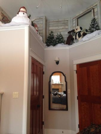 Ellwood City, PA: Snowman decorations in Mantle Room