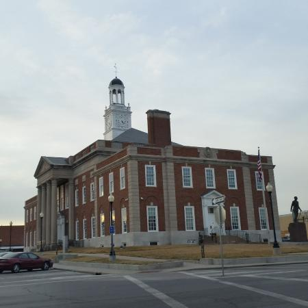 The Truman Courthouse: The courthouse from the square