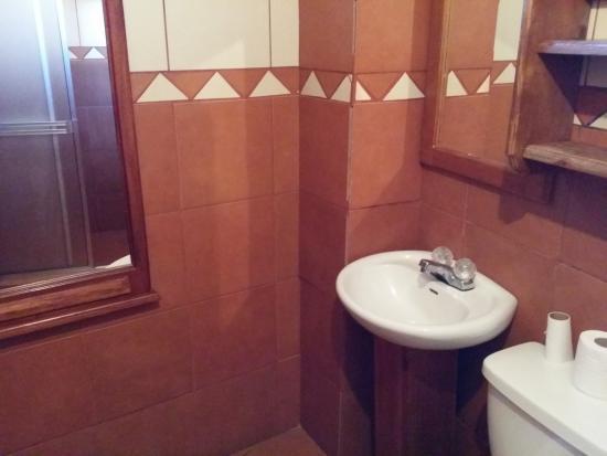 Sleepers Sleep Cheaper Hostel: Clean bathroom