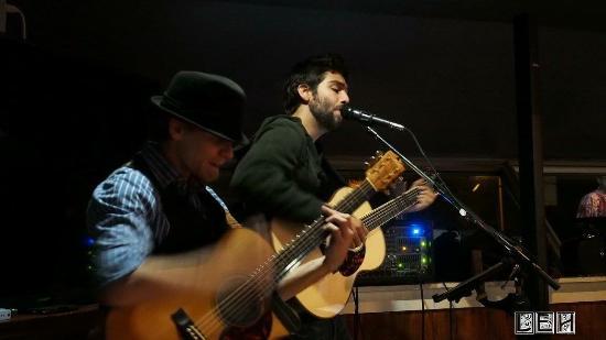 Off The Hook Seafood Restaurant & Market : Live music artist Dustin Furlow