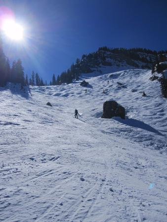 Taos Ski Valley, Nouveau-Mexique : Far side of Hunziger Bowl. Watch out for the rocks.