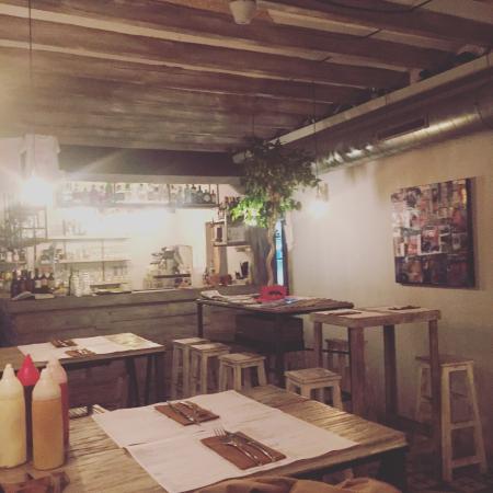 Restaurante gin burger en palma de mallorca con cocina - Cocinas palma de mallorca ...