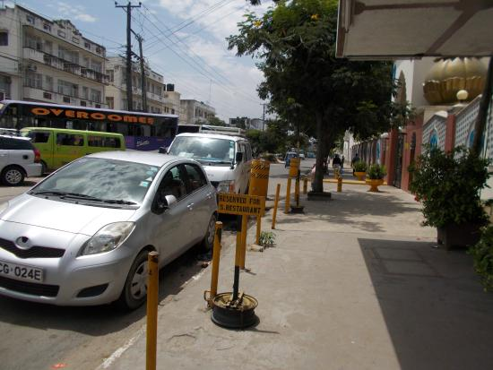 Singh Restaurant: Dedicated parking space in the front