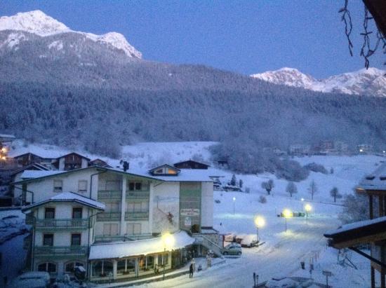Hotel de la Ville: L'alba sulle Dolomiti di Brenta dalla camera