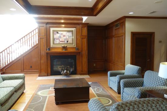 Holiday Inn Express & Suites Dallas-Addison: Lobby