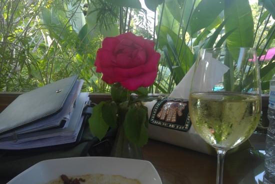 Oriental Siam Resort: Are the little things that count most. Roses for Lunch.