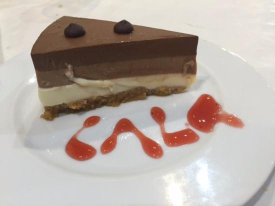 Restaurante Cala: La tarta de tres chocolates es increíble (sabor, textura... ¡todo!)