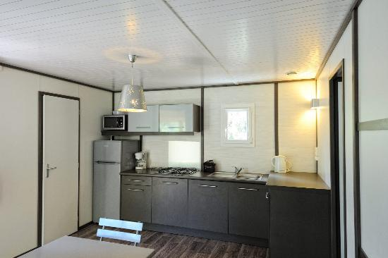 Chalet SAPHIR - Cuisine/séjour - Picture of Camping Mulinacciu ...