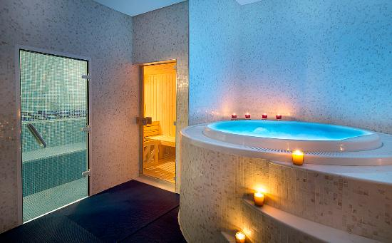the jacuzzi and steam room picture of doubletree by hilton hotel rh tripadvisor co nz