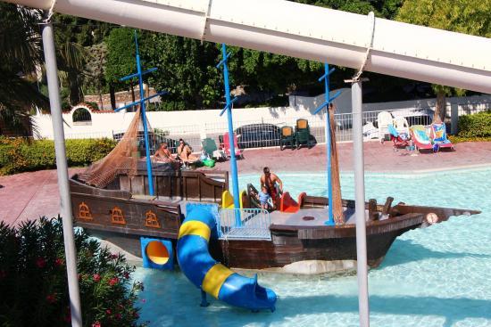 Blue Bay Beach Hotel: Aquapark