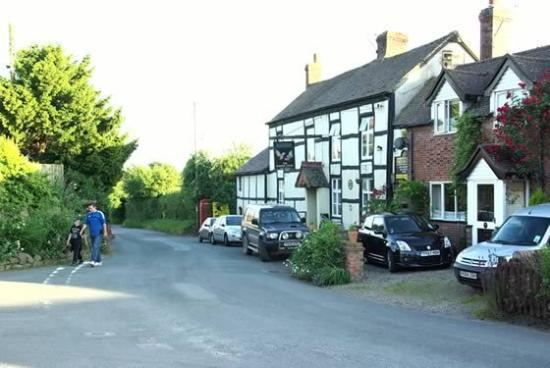 Stottesdon, UK: Frontal view of The Cocks