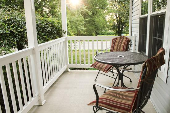 Graystone Cottages: Front Porch of Nautical Dreams