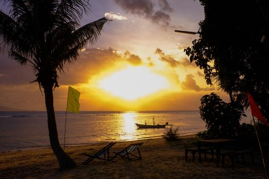 Thaniza Beachfront Resort: Sunset View