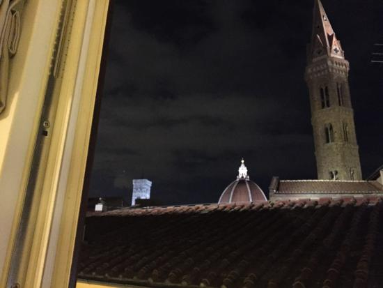 سان فيريز سويتس آند سبا: View from our window at night