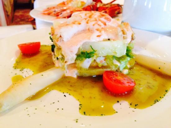 Timbal de langostinos y patata con lechuga morada en crema de mahonesa picture of vara - Restaurante vara illescas ...