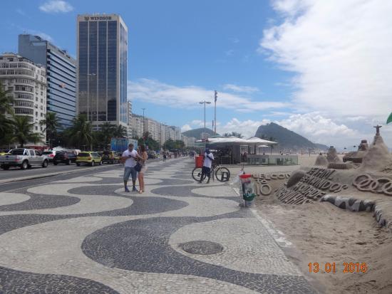 Hotel Diplomata Copacabana: La playa de copacabana que está a 5 minutos caminando desde el hotel