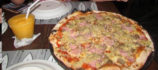 Bianco e NeroRistorante e Pizzeria Bianco e Nero: Pizza de alcachofra e frozen de cajá