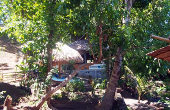 Mamaling Resort Bunaken: Zugang von der Anlegestelle zum Restaurantbereich.