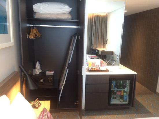 fridge and mini bar picture of rydges sydney airport hotel mascot rh tripadvisor com au