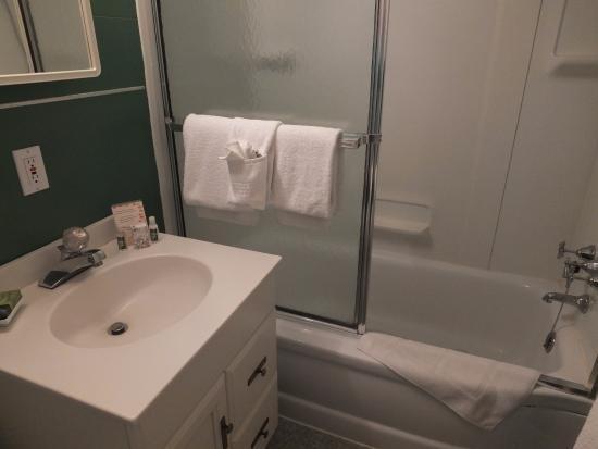 Eagles Mere, PA: Crestmont bathroom