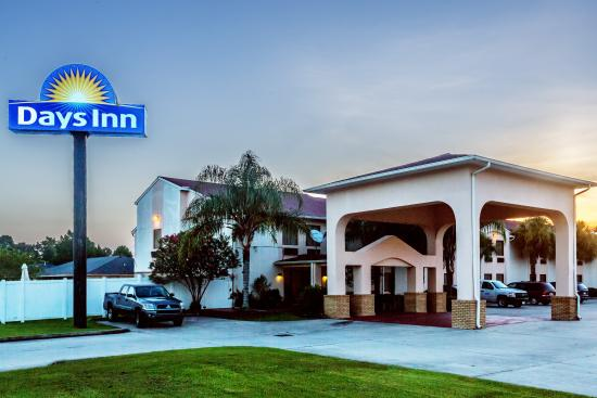 Days Inn Houma LA: Front of the Building