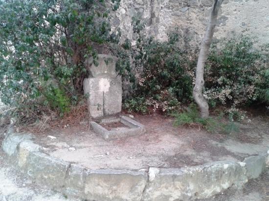 Ermita de Sant Sebastia: Fuente