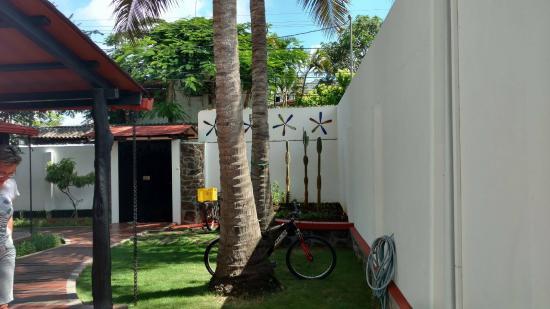 Hotel Galapagos Suites: Outdoor patio