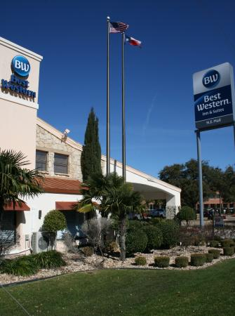 Photo of BEST WESTERN N.E. Mall Inn & Suites North Richland Hills