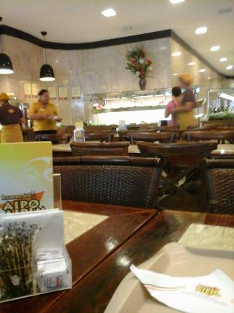 Aipo & Aipim Ipanema: espaço interno do restaurante