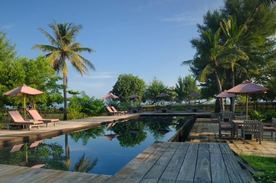 Desa Dunia Beda Beach Resort: The swiming pool