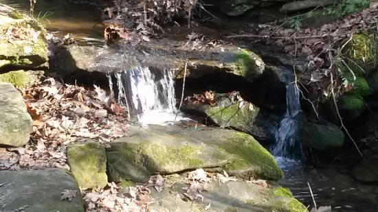 Salem Lake: Small waterfall along side the trail