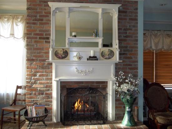 The Waterloo Inn: Fireplace in Front Parlor