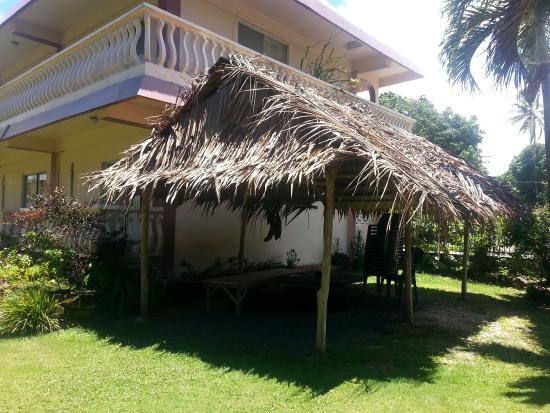 Колония, Федеративные Штаты Микронезии: outside hotel