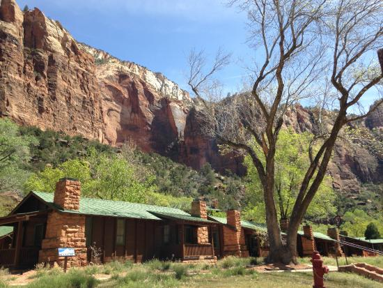 Zion national park lodge and cabin area for shuttle pick for Cabin zion national park