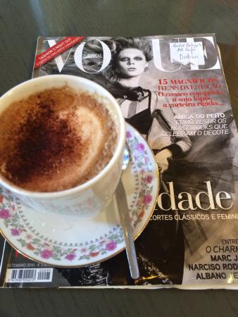 Le Monde Cafe Bar