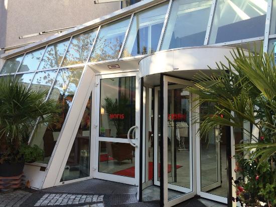 Noris Hotel: Eingangsbereich Hotel