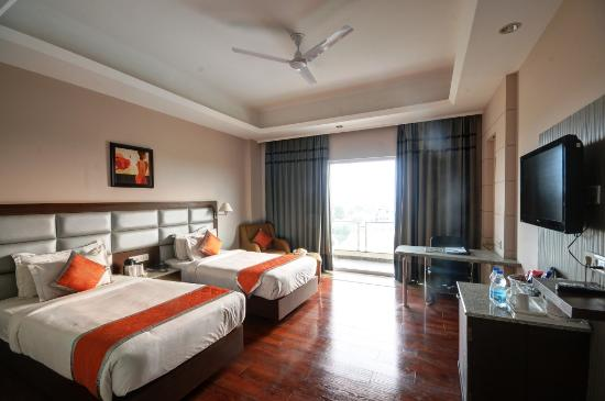Hotel Chirag: Room