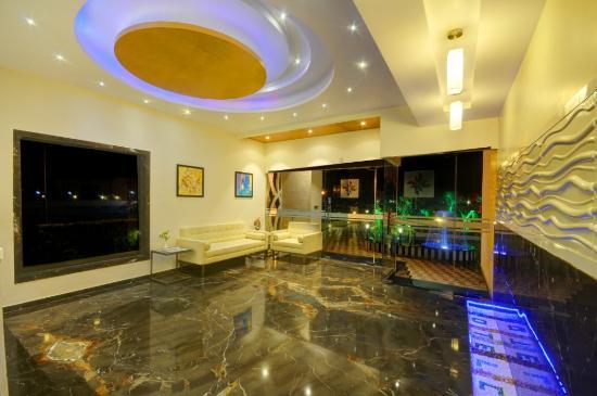 Hotel Chirag: Reception