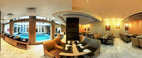 Hotel Chirag: restaurant