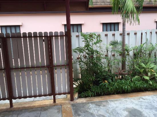Phuket Kata Resort: Giardinetto privato